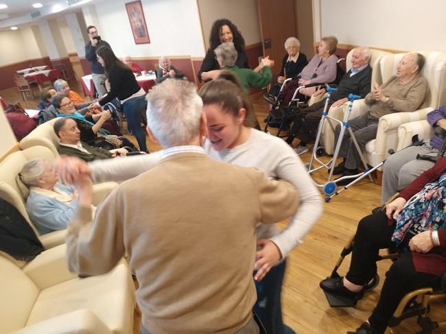 Taller musical con personas mayores