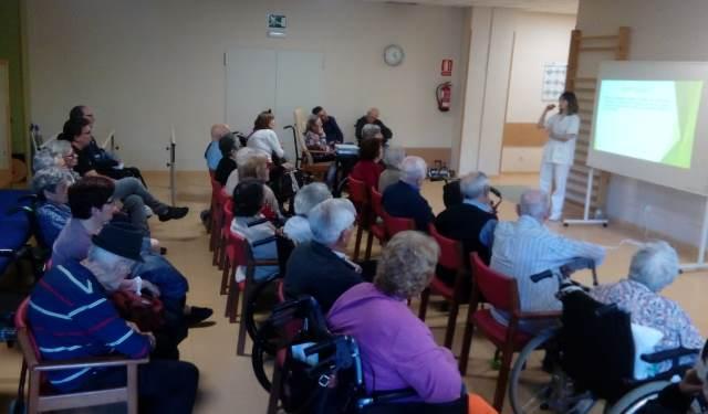 DomusVi Valdemoro 12 meses 12 charlas terapia ocupacional AVDS (10)