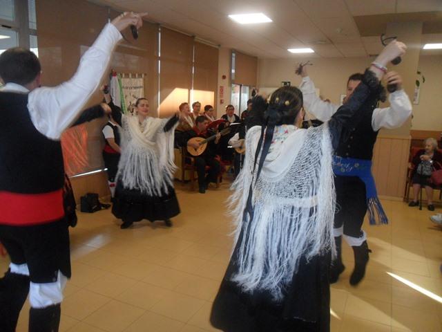 DomusVi Valdemoro coro Miel y Espiga casa regional de Extremadura de Getafe (9)