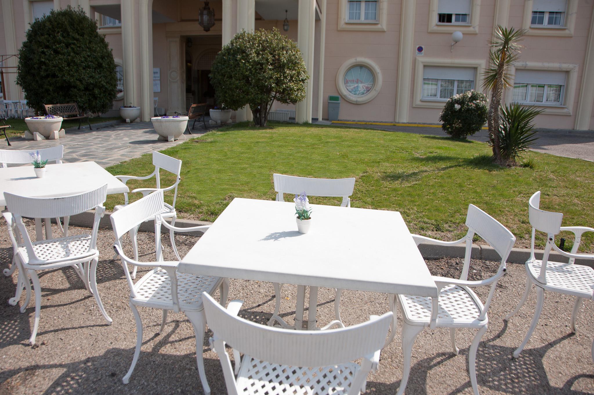 Terraza exterior residencia de ancianos SARquavitae Parque Gavilanes Toledo