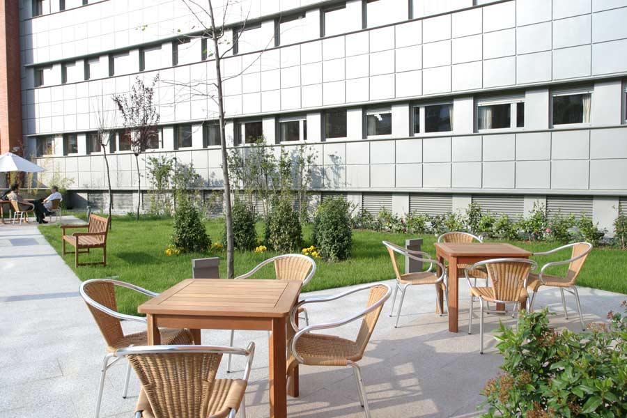 Jardin exterior de la residencia de ancianos de Madrid SARquavitae Arturo Soria