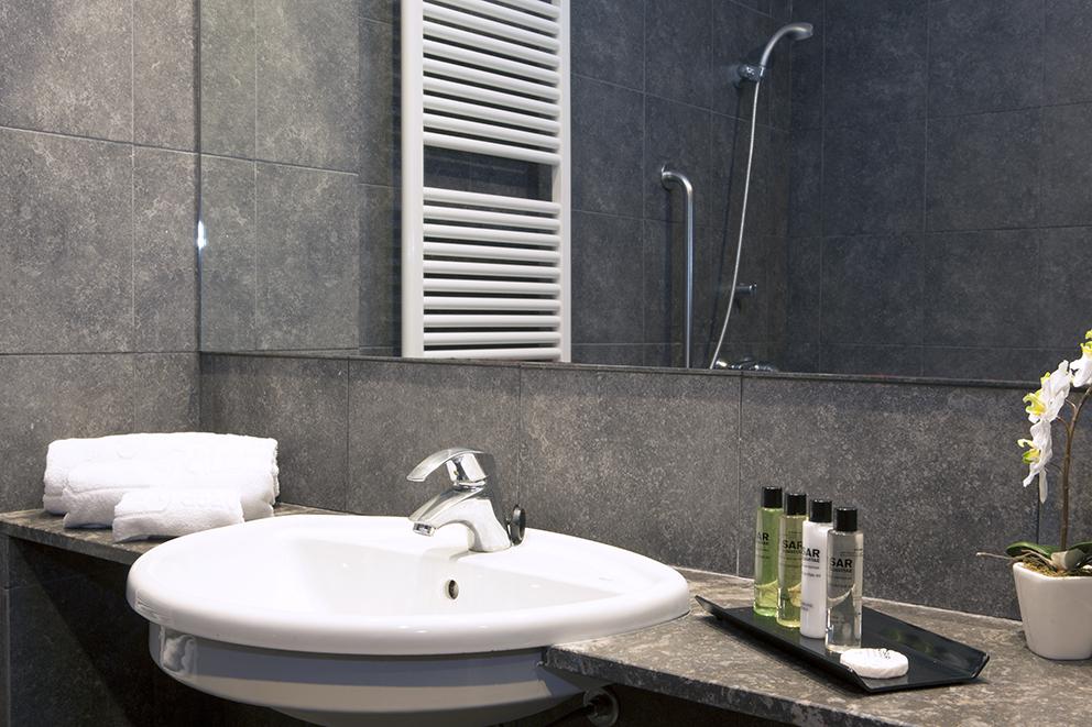 Baño residencia tercera edad SARquavitae Can Carbonell