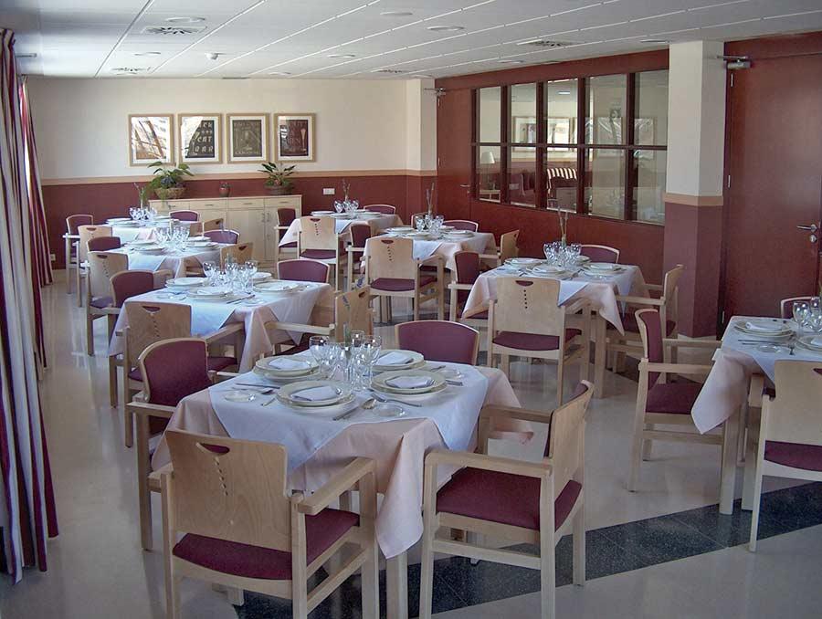 Comedor de la residencia para mayores SARquavitae Ciudad de Móstoles, en Madrid