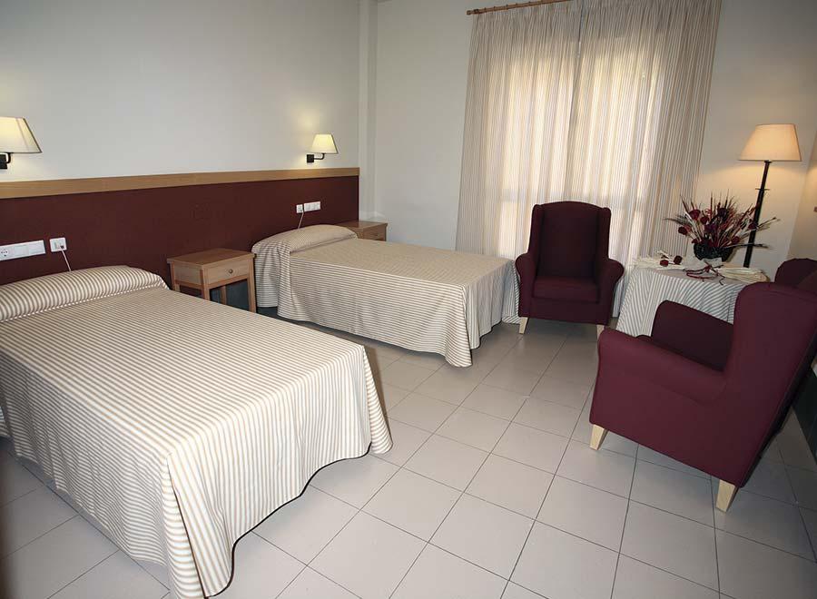 Dormitorio doble de la residencia para mayores SARquavitae Monteval