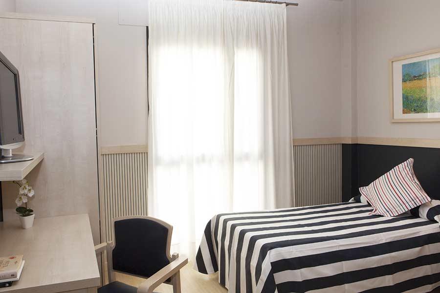 Habitación individual de la residencia sociosanitaria SARquavitae Can Carbonell de Marratxi en Mallorca