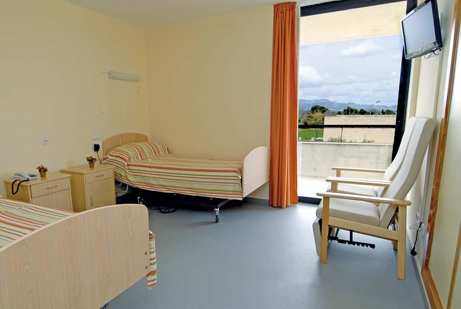 Luminosa habitación doble residencia tercera edad Alcúdia