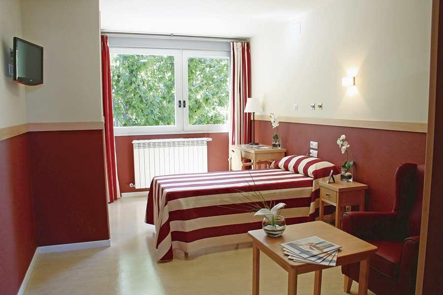 Habitación individual de la residencia de la tercera edad SARquavitae Zalfonada