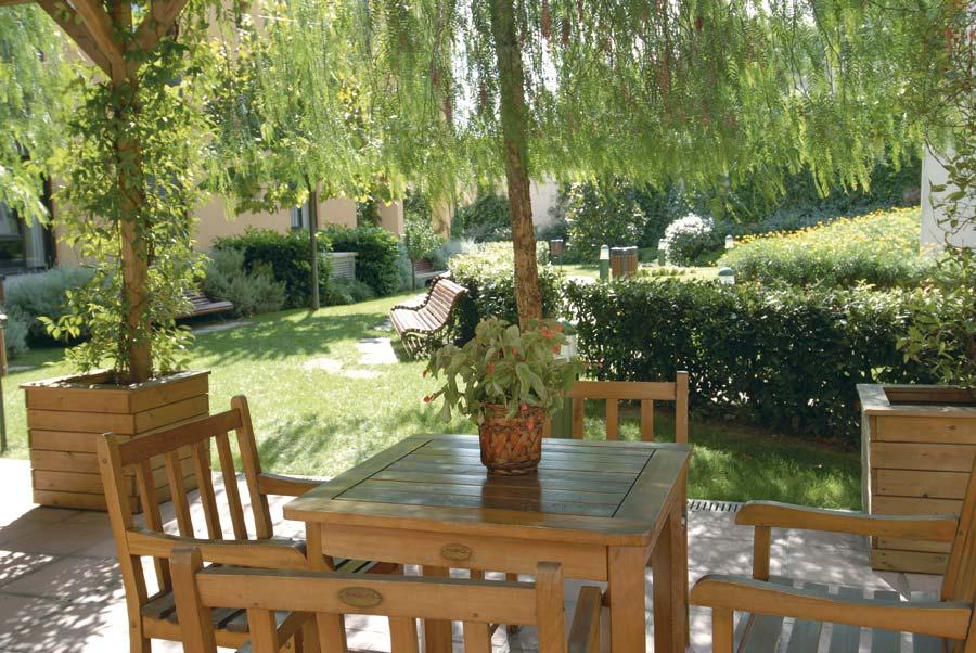 Jardin exterior de la residencia sociosanitaria SARquavitae La Salut Barcelona