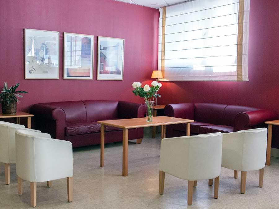Sala de estar de la residencia para mayores SARquavitae Jaume Nadal Meroles
