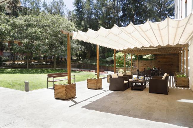 DomusVi-residencia-mayores-Can-Buxeres-jardin