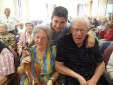 Raúl Campos con sus abuelos Teodoro y Antonia