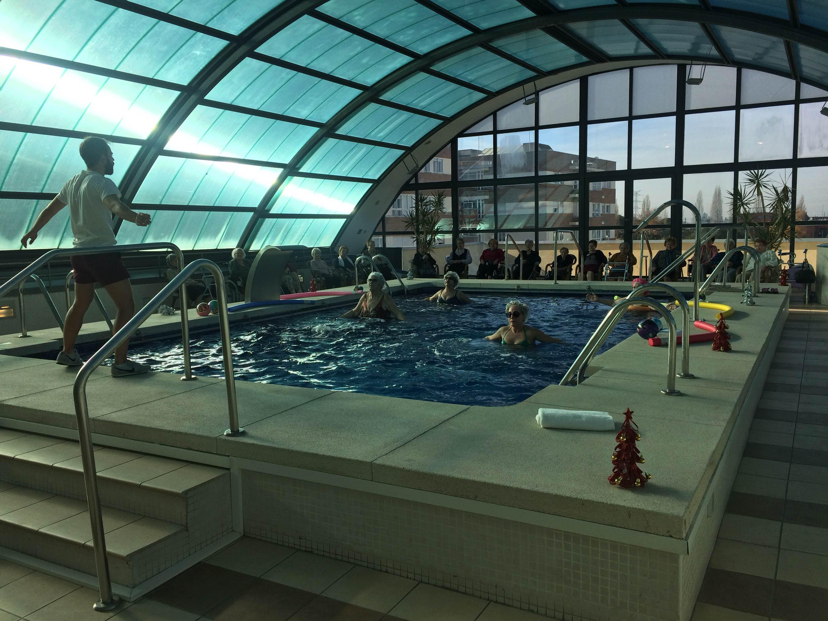 Exhibicion piscina tres cantos residencias domusvi for Piscina islas tres cantos