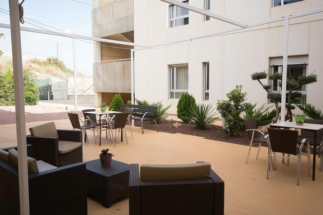 Residencia mayores Elche Carrús patio
