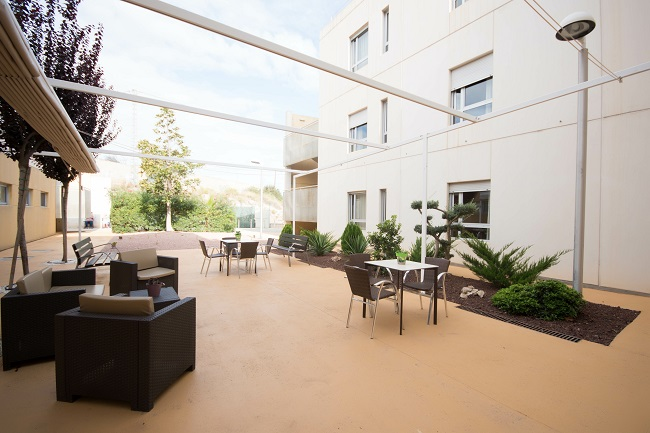 Residencia mayores Elche Carrús patio1