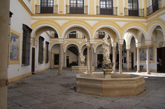 patio-principal-del-hospital