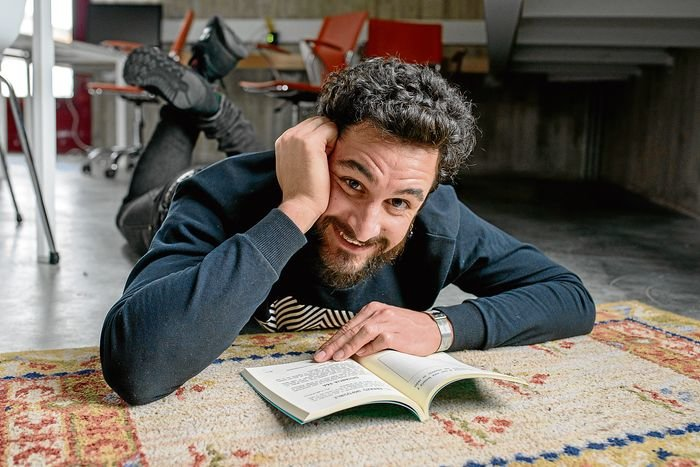 """La Molinera. 23-03-2017. Ourense. Retratos de Pablo Piñeiro, escritor y jugador de fútbol de Ourense que presenta y publicita su último libro """"De tu corazón a mi libro""""."""