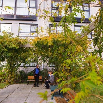 555f0cc3c3-geriatros-carballo-jardin-parque-zonas-verdes