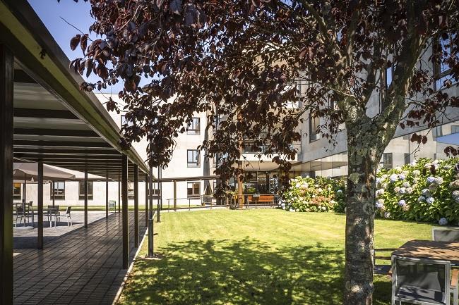 Residencia mayores Narón Coruna jardín2