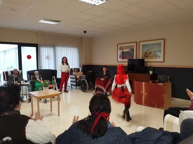 """Actuación de """"las Teresitas"""" en DomusVi Remedios"""