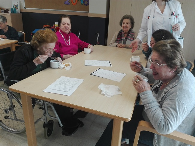 Tras realización de taller de repostería, los residentes de DomusVi Remedios (Córdoba) han degustado las elaboraciones