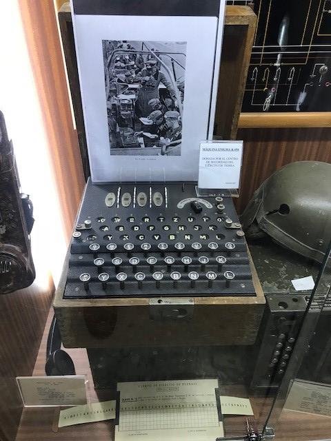 Residencia Mayores Valdeolivas visita Acedemia Infantería Toledo Máquina Enigma