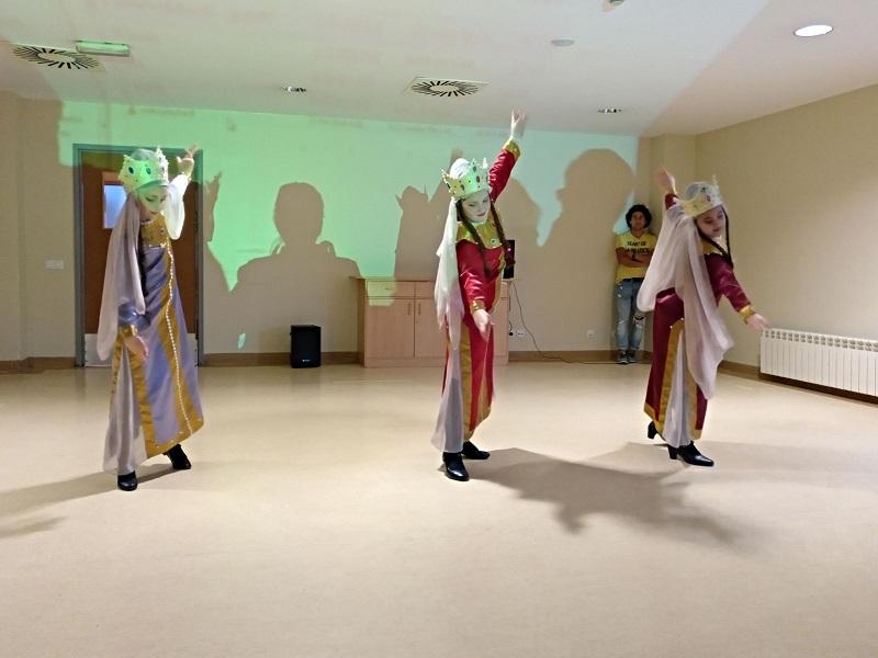 Dia Mundial de la danza y Cumpleaños - Domusvi Babel (4)