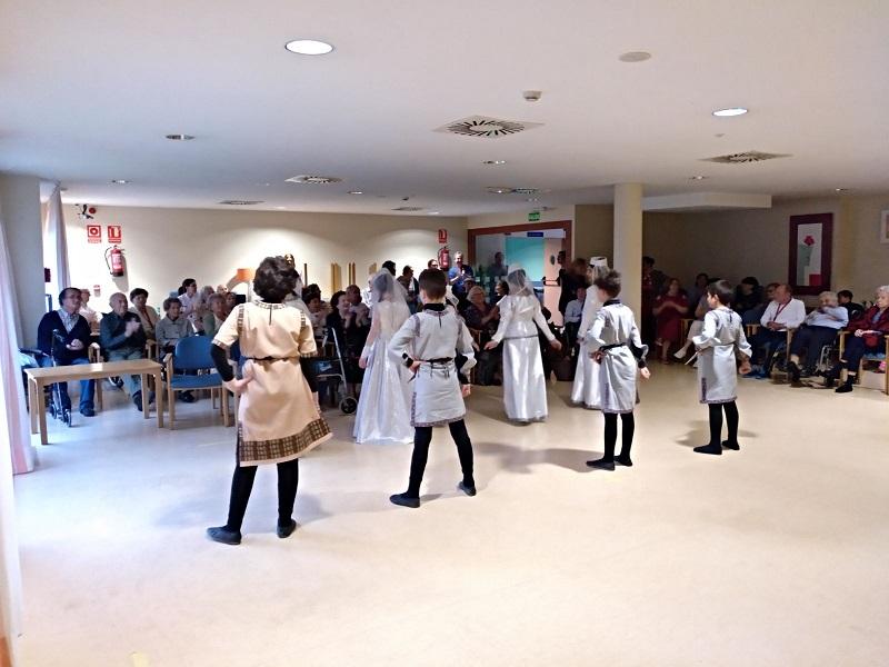 Dia Mundial de la danza y Cumpleaños - Domusvi Babel (7)