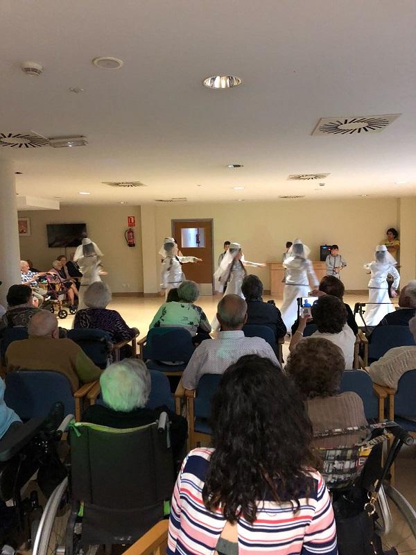 Dia Mundial de la danza y Cumpleaños - Domusvi Babel (8)