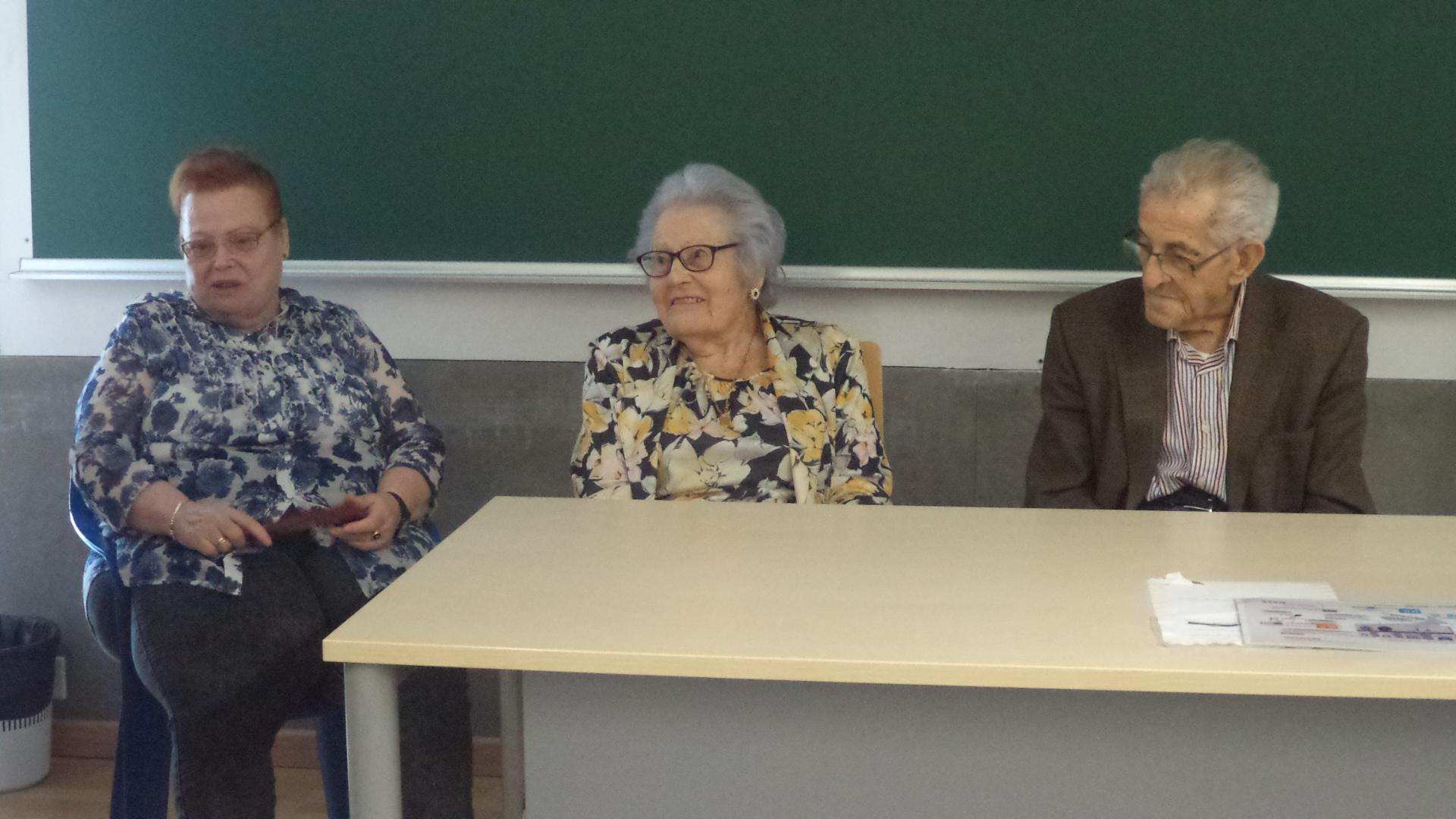 ponencia de mayores domusvi Fuentesol en la universidad de Málaga