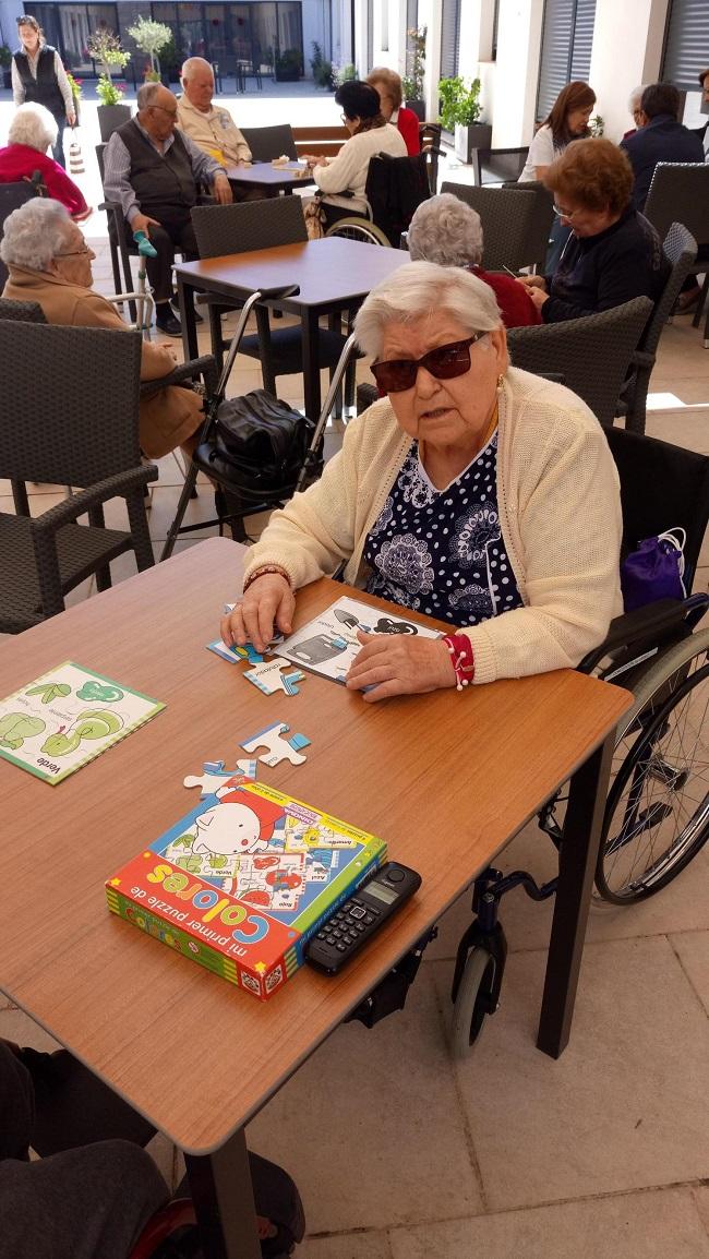 Juegos de mesa al aire libre en Residencia