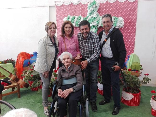 Cruz de mayo y día de la familia en DomusVi Remedios