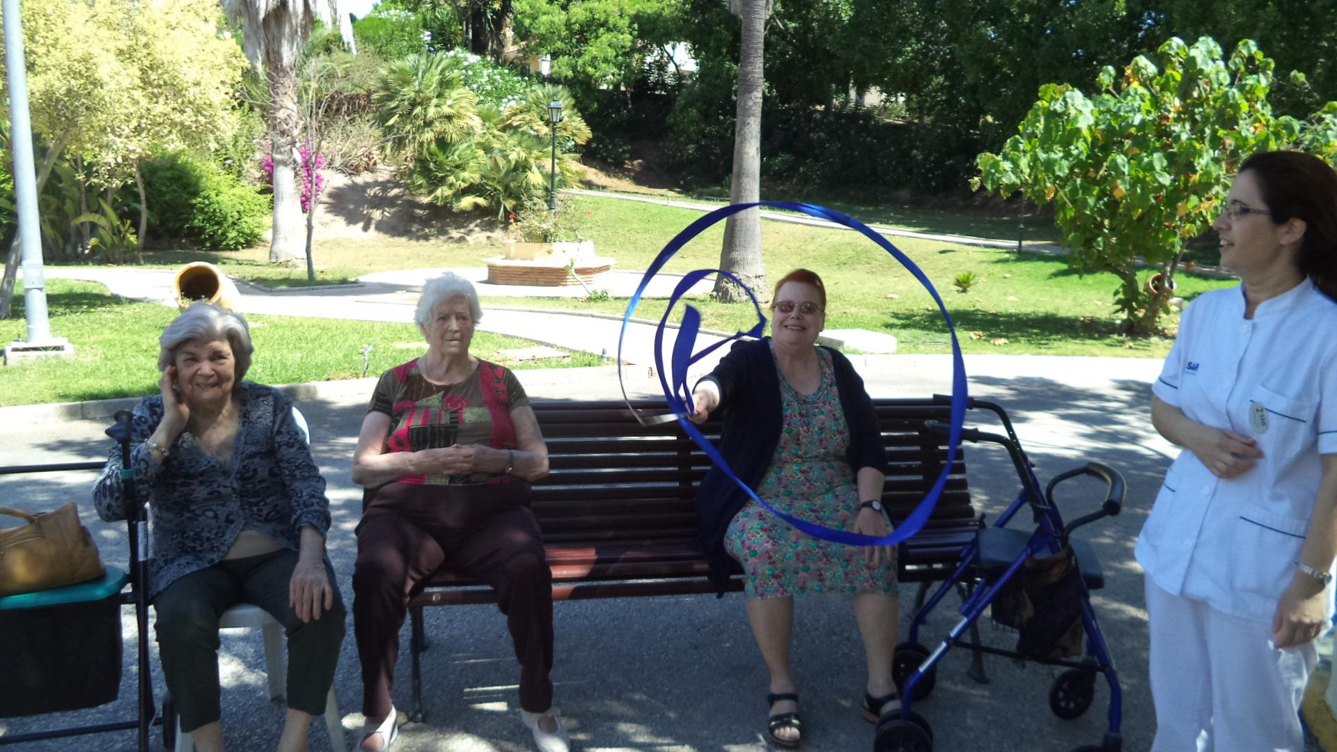 Cinta de gimnasia rítmica y la movilidad de los mayores
