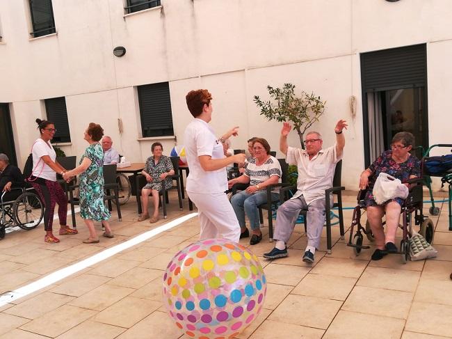 Fiesta de verano en residencia DomusVi Remedios