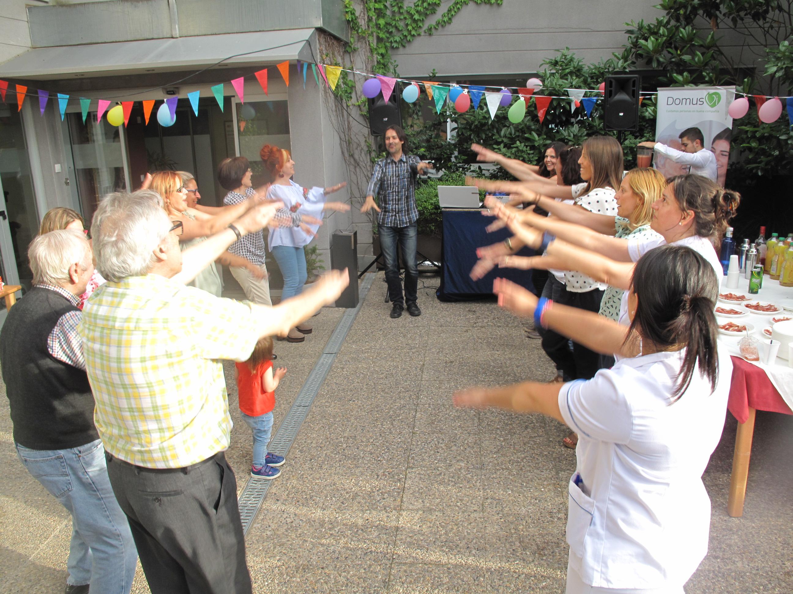IMG_7967_foto bailando equipo
