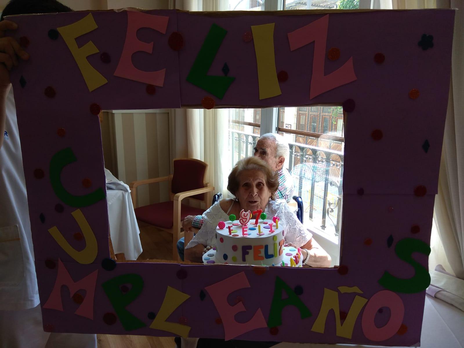 Cumpleaños Junio DomusVi Condes de Corbull 7