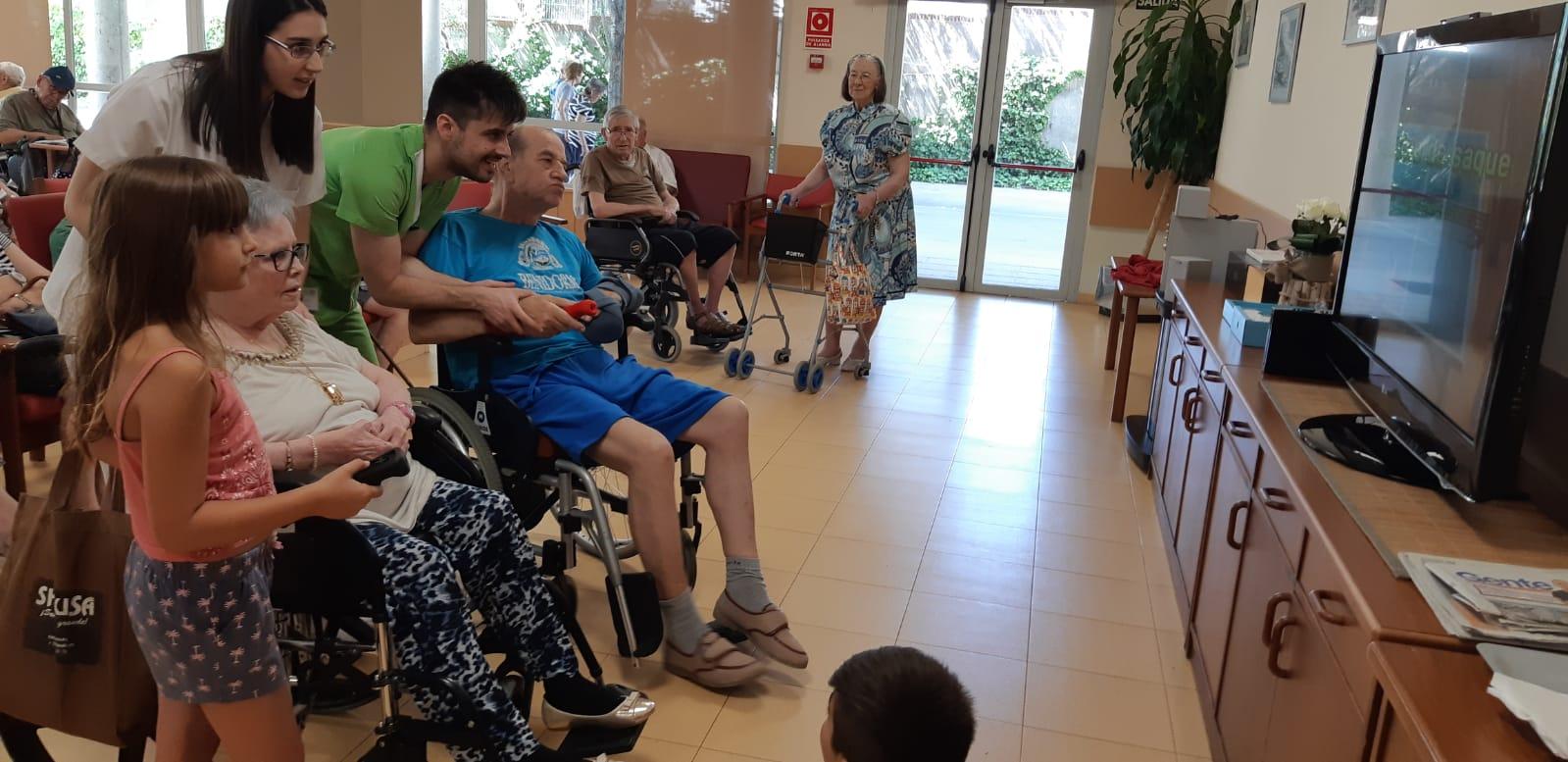 DomusVi Valdemoro encuentro intergeneracional aniversario (4)