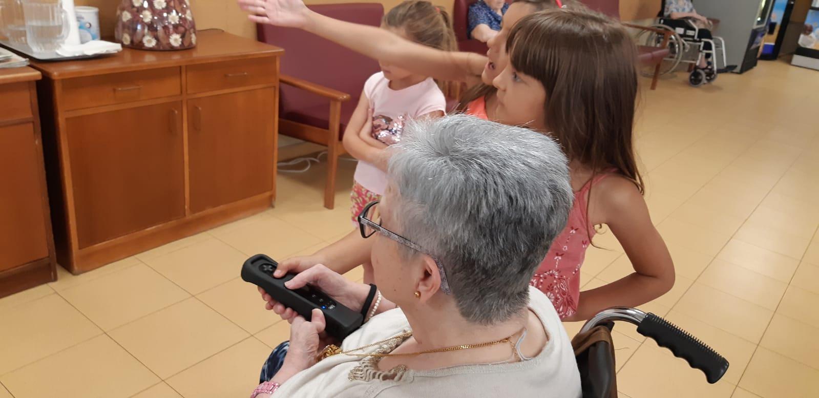 DomusVi Valdemoro encuentro intergeneracional aniversario (5)