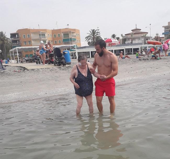 Salida a la playa de SP DomusVi Babel (5)