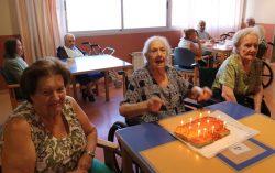 celebración de cumpleaños en residencia de la 3ª edad DomusVi Santa Pola