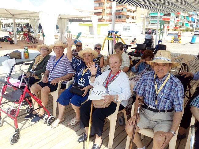 excursión a la playa centro DomusVi Santa Pola (2)
