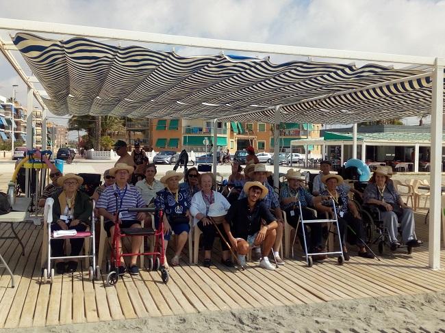 excursión a la playa centro DomusVi Santa Pola (4)