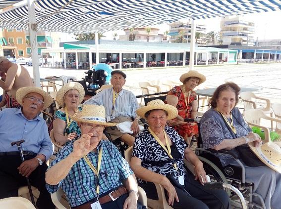 excursión a la playa centro DomusVi Santa Pola (1)