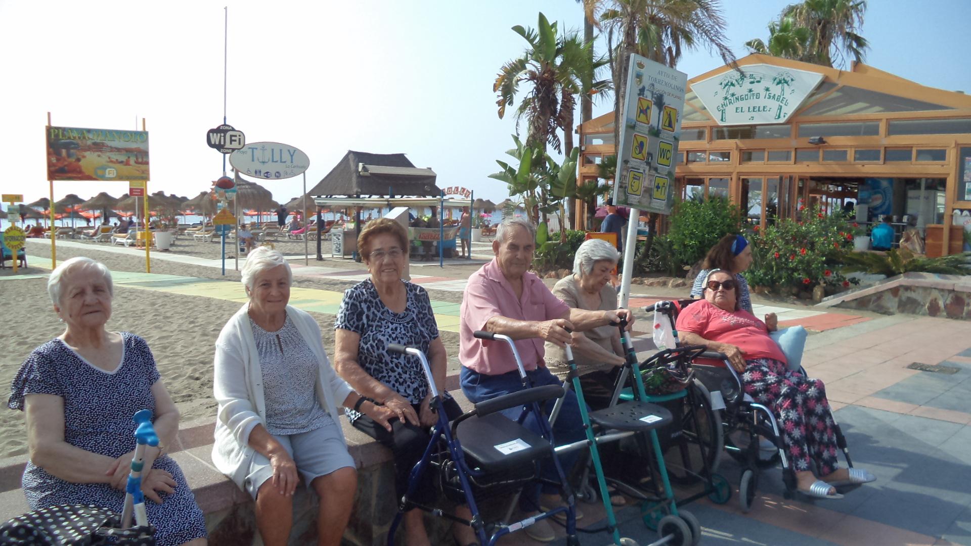 Mayores playa y compras DomusVi Fuentesol