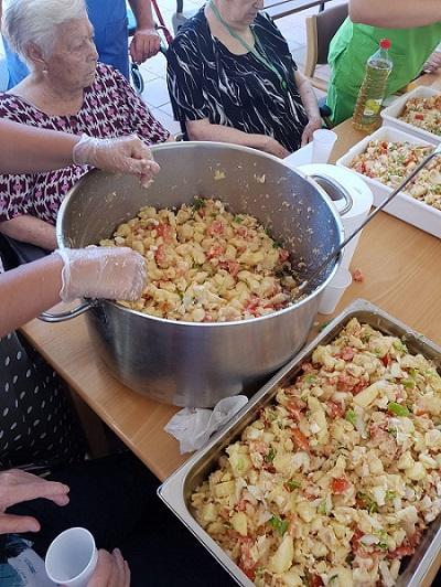 En DomusVi Alcalá de Guadaíra hacemos papas aliñadas