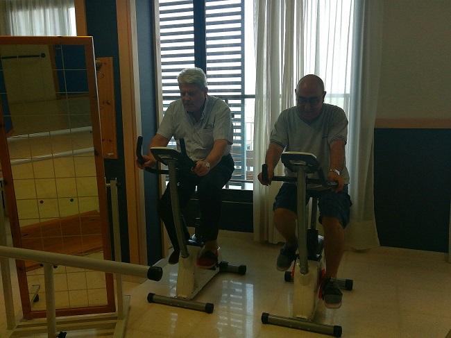 ejercicio bici ancianos