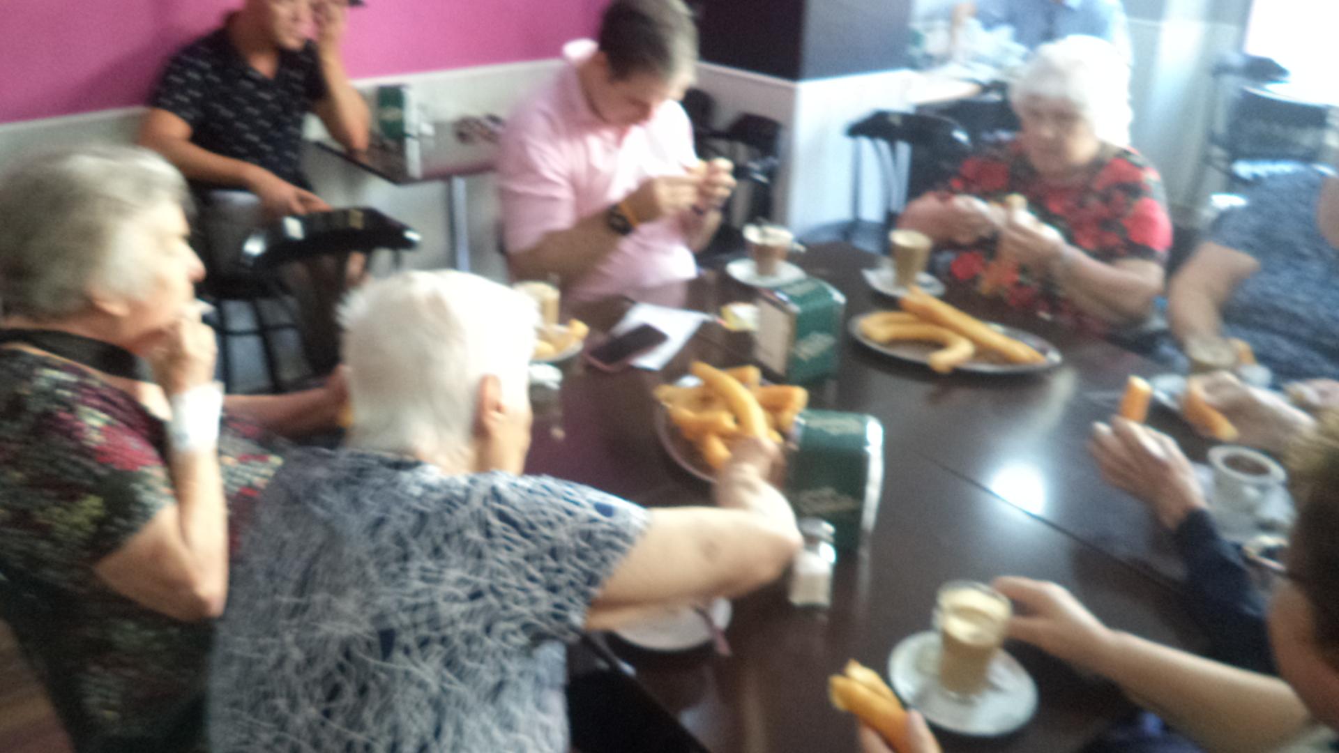 Churros y mayores un desayuno para compartir
