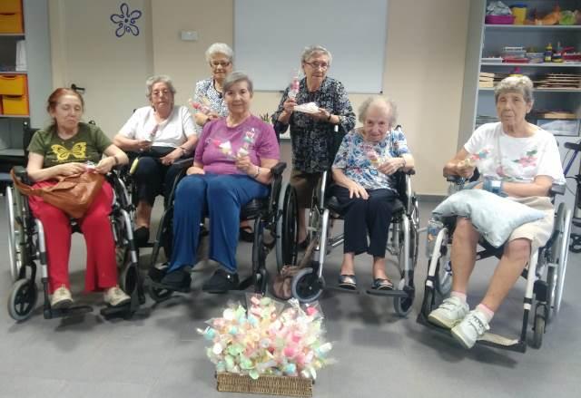 DomusVi Valdemoro brochetas por el día del Alzheimer (2)