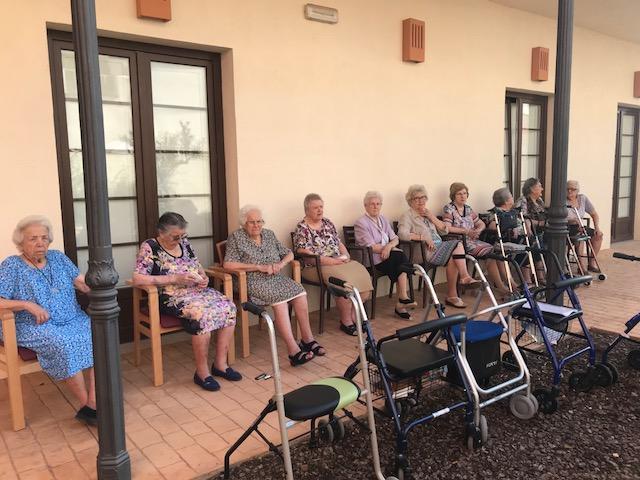Terapia al aire libre en domusvi  Condes de Corbull 4