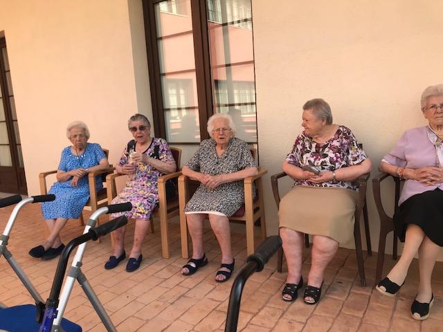 Terapia al aire libre en domusvi  Condes de Corbull 2