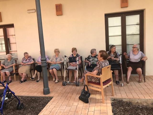 Terapia al aire libre en domusvi  Condes de Corbull 1